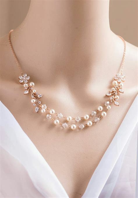 Simple pearl necklace design