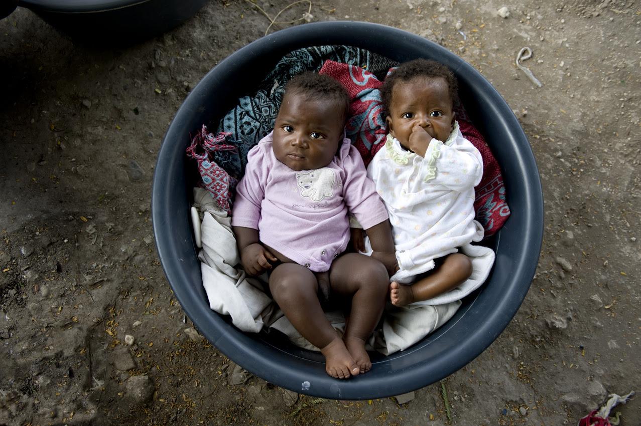 http://cdn.lightgalleries.net/4bd5ec0255078/images/AWright_Haiti_06616-2.jpg