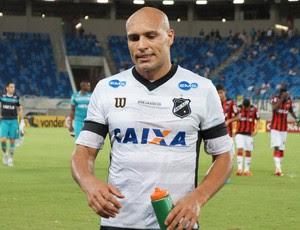 Edno, atacante do ABC (Foto: Augusto Gomes/GloboEsporte.com)