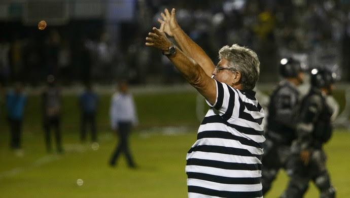 Comemorção ABC - Geninho - ABC x Botafogo-SP (Foto: Alexandre Lago/GloboEsporte.com)