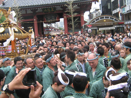 Green team carrying the mikoshi during Sanja Matsuri