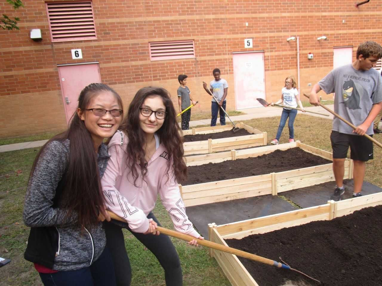 photo ALDI - Friendly Hills Middle School Mendota Heights MN friendly farmers ..._zpsfgiyf28v.jpg