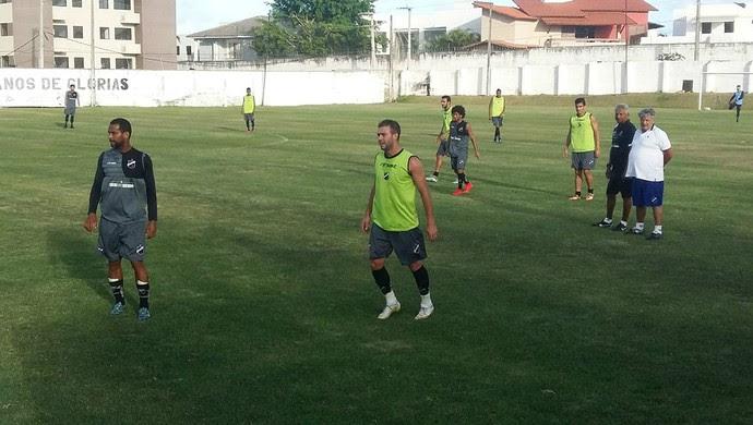 ABC - Michel Henrique faz primeiro treino no ABC (Foto: Jocaff Souza/GloboEsporte.com)