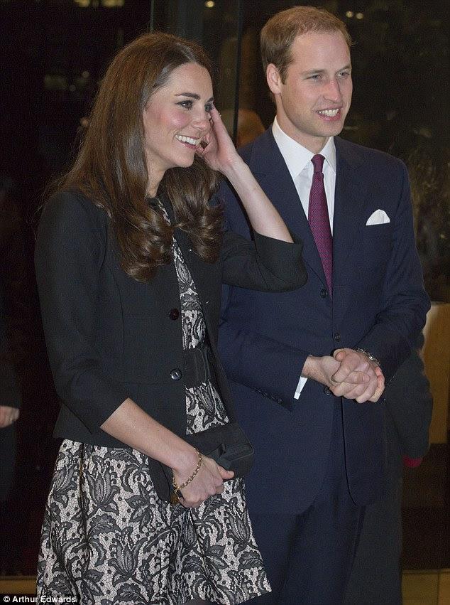 Noite juntos: o príncipe William e sua esposa parecia de bom humor quando se preparavam para assistir Gary Barlow executar