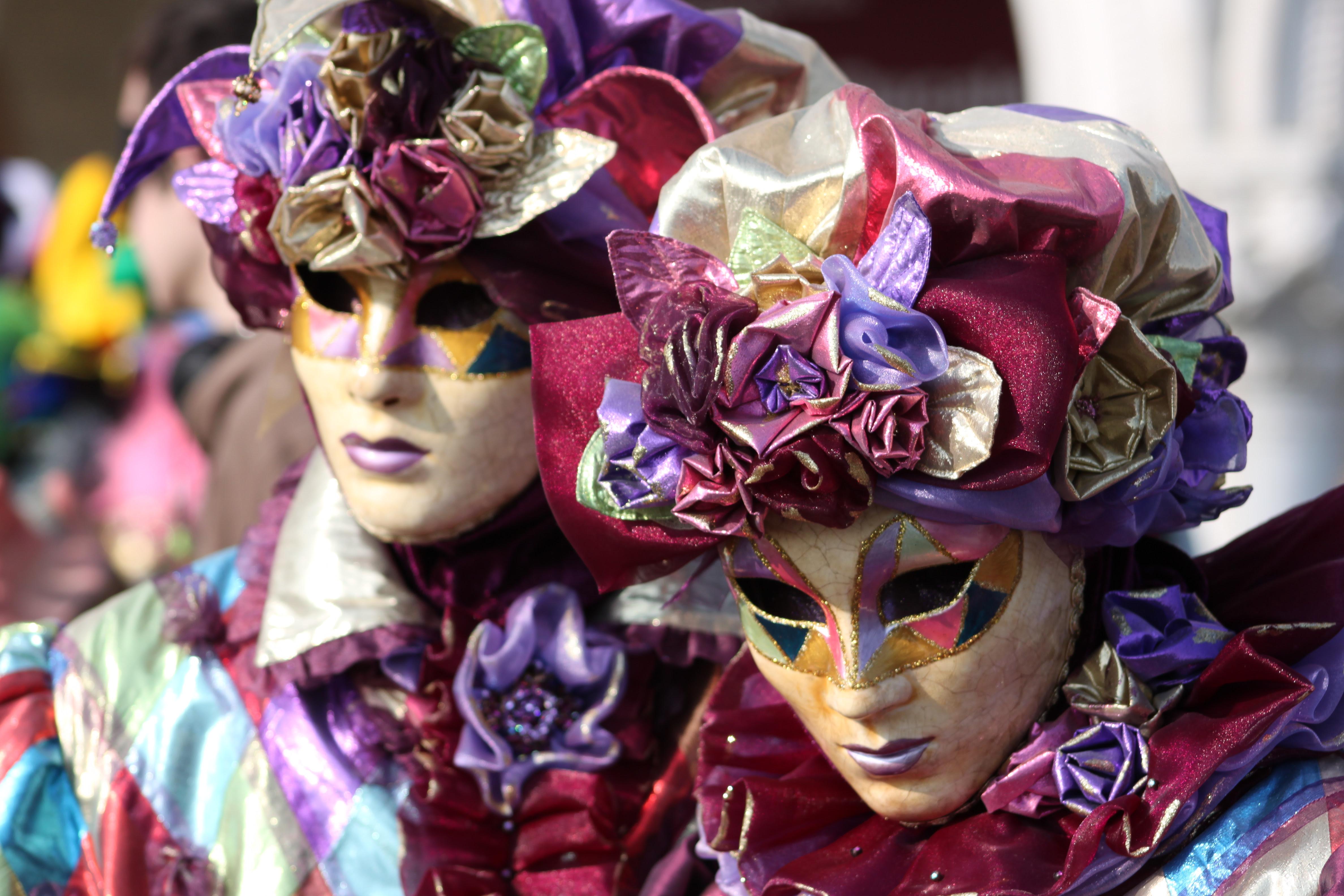 Venetian Carnival является продуктом компании Gaminator.Как и в слоте Wonderful Flute, здесь пять барабанов.Выбрать нужное количество активных линий (от 1 до 9) помогут кнопки «Line», а за ставку отвечают «Bet» и «Max Bet».