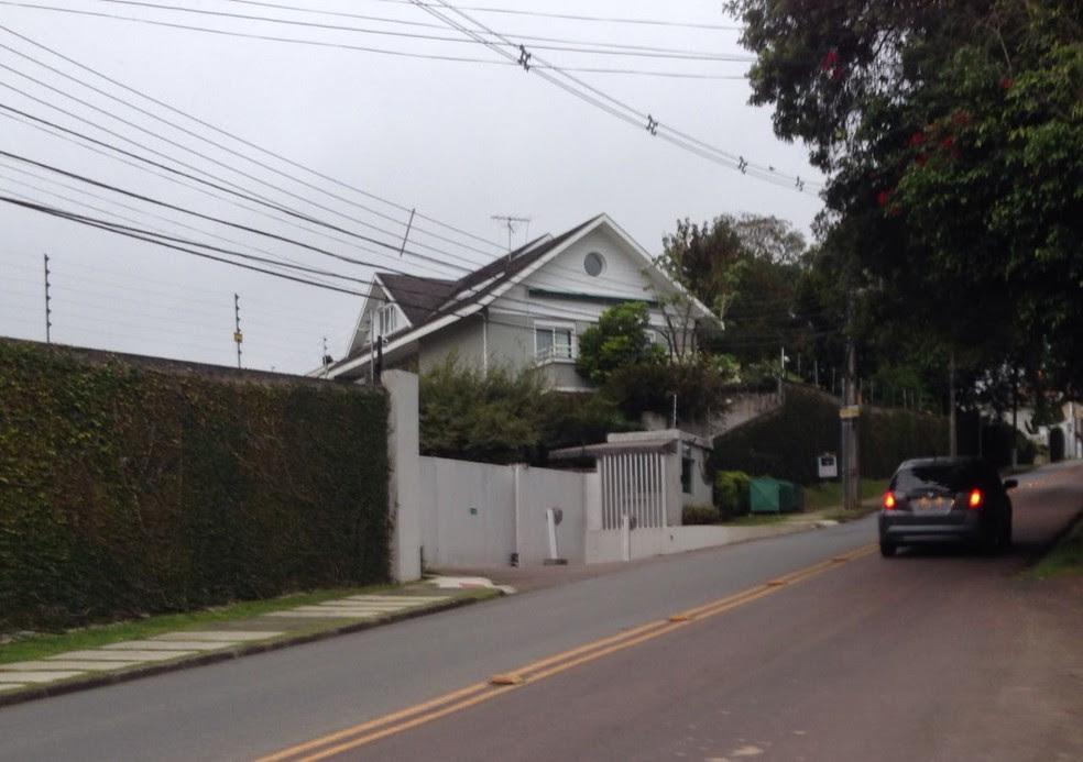 Residência do deputado Rodrigo Rocha Loures (PMDB-PR), em Curitiba, é alvo de busca e apreensão (Foto: Julio Barros/RPC)