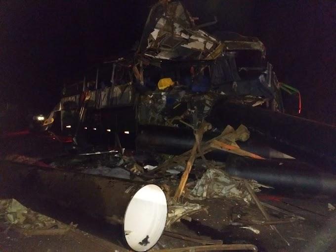 TRAGÉDIA - Acidente com ônibus, carreta e caminhonete deixa 6 mortos e feridos na BR-116