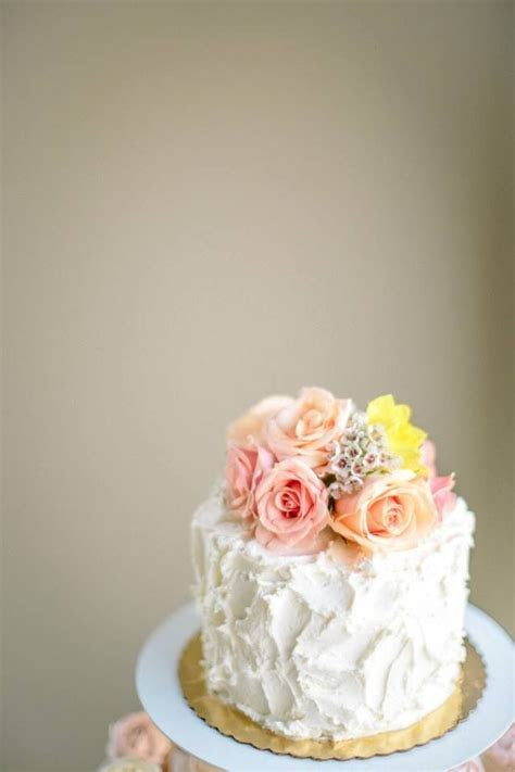 Fresh flower cake topper   04.20.13   Pinterest   Flower