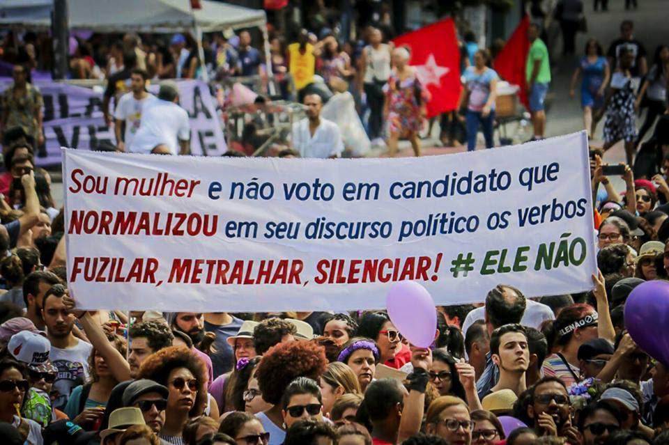 Resultado de imagem para Ato contra Jair Bolsonaro reúne milhares de pessoas