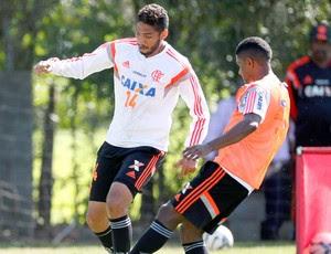 Wallace no treino do Flamengo (Foto: Marcos Tristão / Agência O Globo)