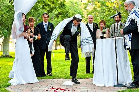 n a Jewish wedding tradition, it is customary for the