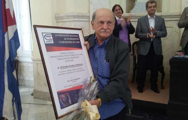 0118-premio-economistas.jpg