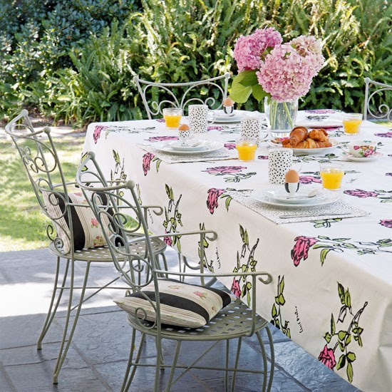 Floral garden table | Garden decorating idea | Outdoor tableware | Image | Housetohome