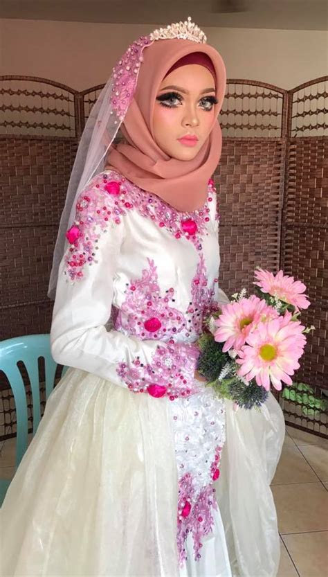 gaun pengantin ala barbie hijab