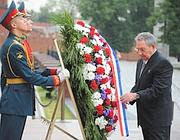 Raul Castro in visita sulla Piazza Rossa a Mosca