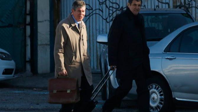 Bartomeu Muñoz arriba a l'Audiència Nacional, el tercer dia de judici del cas Pretòria, acompanyat del seu advocat, el 15 de març de 2017 (ACN)