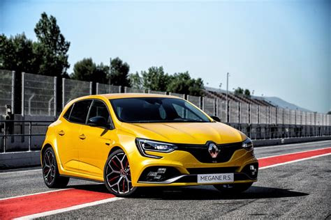 renault megane rs trophy returns  kw