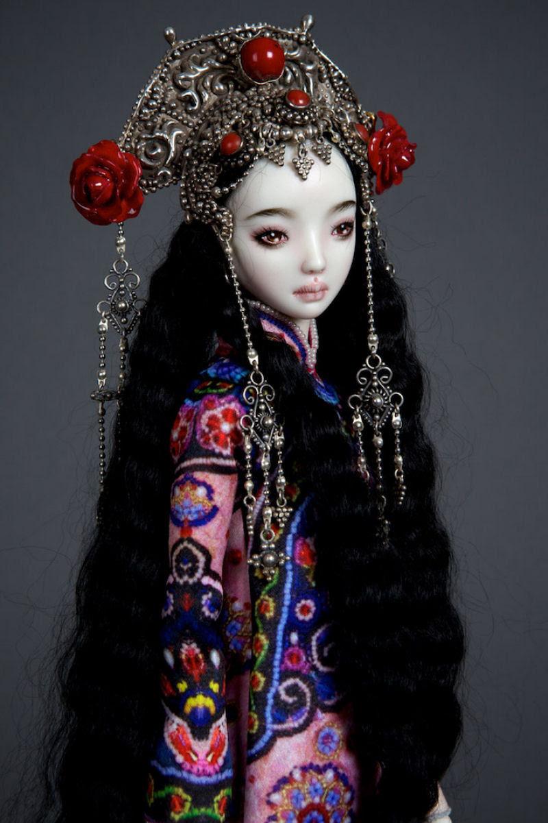 Elegantes bonecas lacrimejantes transmitem a complexidade das emoções humanas 22