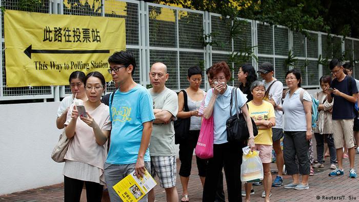 China Hongkong Parlamentswahlen Wahlbeteiligung (Reuters/T. Siu)