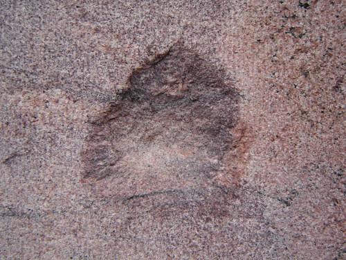 pomminjälki vanhan Polin seinässä