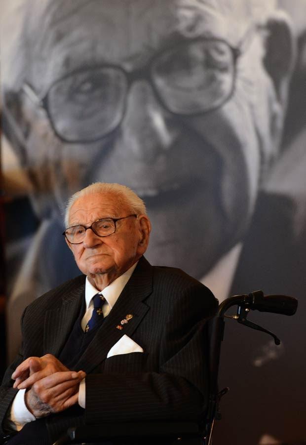 Sir Nicholas Winton, em outubro de 2014 (Foto: Michal Cizek/AFP)