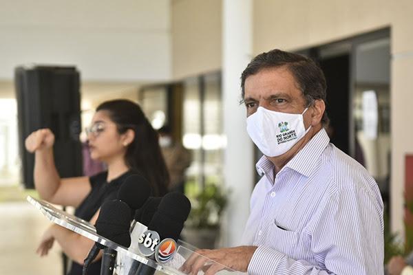 Petrônio Spinelli comentou redução dos casos e mortes e anunciou abertura de novos leitos de UTI
