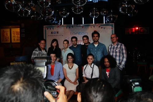 Group photo at Autumn Di Hatiku press conference