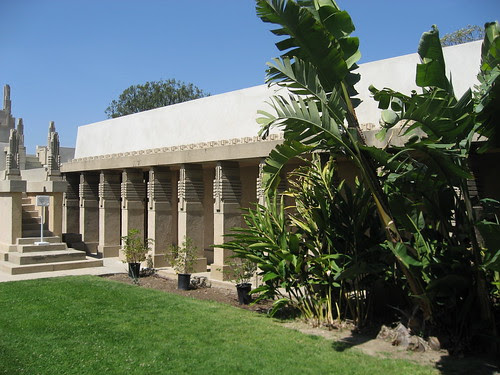 Hollyhock House, southside of courtyard
