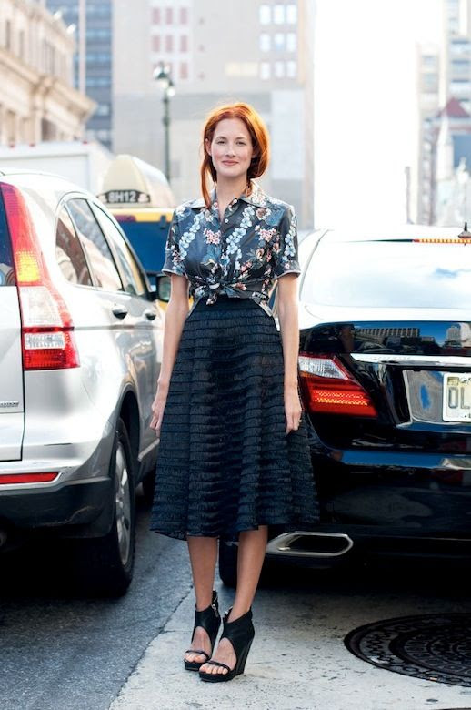 Le Fashion Blog 15 Ways To Wear Floral Prints Taylor Tomasi Hill Street Style Tie Front Cropped Top Full Skirt Via Silhouetted Skyline photo 15-Ways-To-Wear-Floral-Prints-Taylor-Tomasi-Hill-Street-Style-Tie-Front-Cropped-Top-Full-Skirt-Via-Silhouetted-Skyline.jpg