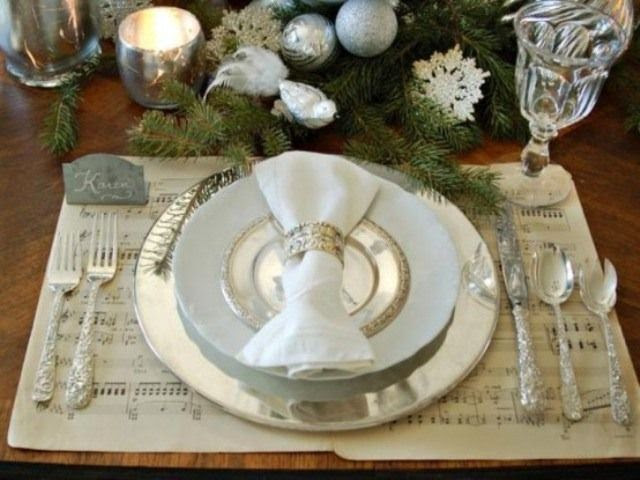 www.luxedhome.com  white-christmas-decorations-6-554x415