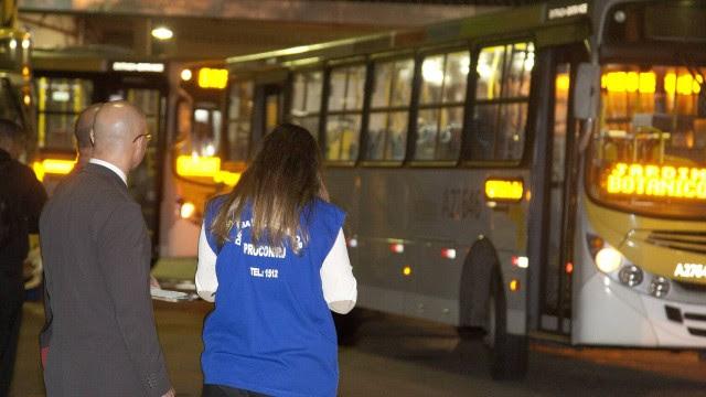 Procon faz operação nas garagens de empresas de onibus