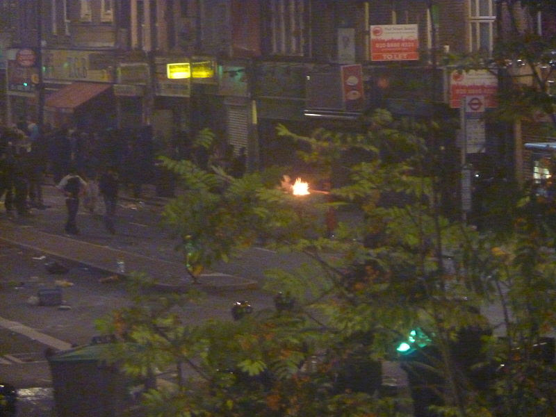 File:Tottenham riots August 6th.jpg