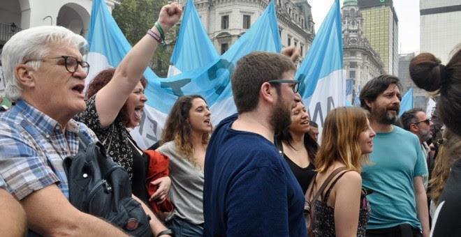 Miembros de Podemos estuvieron presentes en la manifestación en Buenos Aires. A.D.