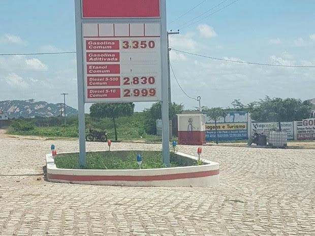 Preço da gasolina chegou a R$ 3,35 no Posto Conquista (Foto: Bruno Campelo)