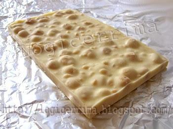 [ Cioccolato Bianco con Nocciole intere ]