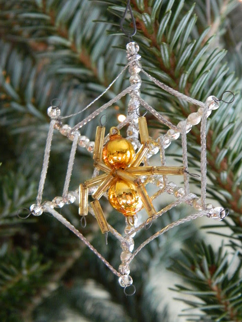 vintage christmas spider ornament via homeologymodernvintage.com