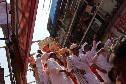 Jai Mangal Murti Ichapurti - Purcha Varshi Laokar Ya by firoze shakir photographerno1