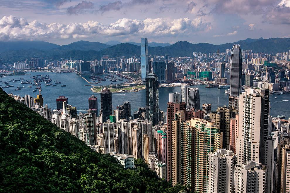 Общий вид на Гонконг с пика Виктории