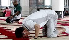 A Korean Muslim at worship