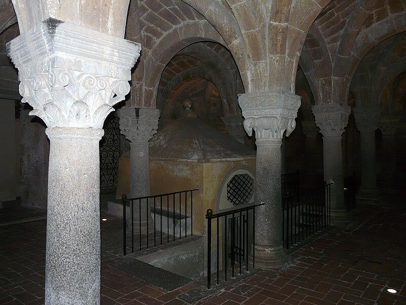 Fil: Acquapendente-Basilica San Sepolcro-cripta6.jpg