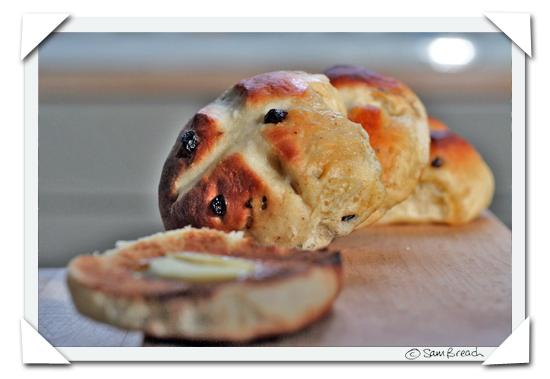 picture photograph  copyright of sam breach recipe for how to make hot cross buns http://becksposhnosh.blogspot.com/