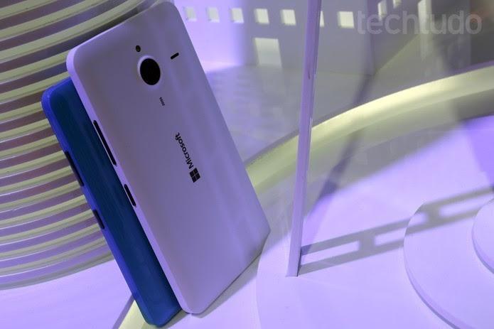 Lumia 640 XL é um foblet que passa a oferecer modelo em cor azul (Foto: Fabrício Vitorino/TechTudo)