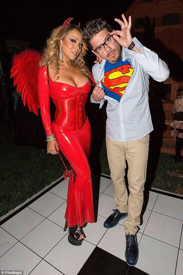 Falando no diabo!  Mariah e Brian foram vistos juntos em uma festa de Halloween, no sábado - que a atriz participou sem seu noivo
