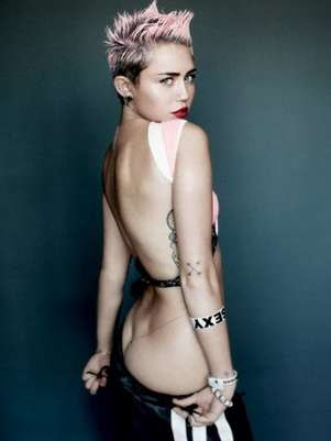 Miley Cyrus en una sesión de fotos para la revista V magazine. Foto: Getty Images