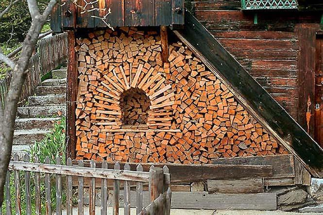 Τέχνη με στοίβες από ξύλα (1)