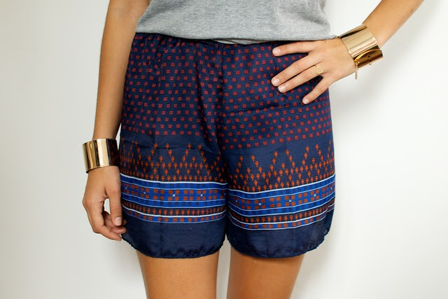 turn a scarf into a fabulous pair of shorts