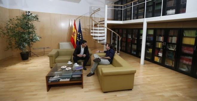 Pedro Sánchez y Pablo Iglesias, durante una reunión el pasado 30 de marzo. EFE