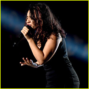 Alessia Cara Performs Scars To Your Beautiful At Mtv Vmas 2017