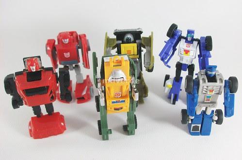 Transformers Minibot Attack Team Classics Henkei Legends vs G1 - modo robot