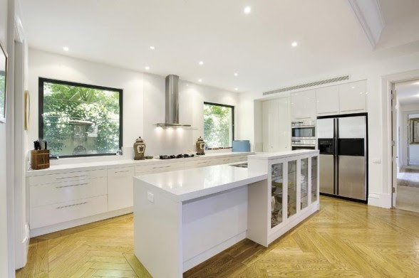 Edgar-Pirotta-luxury-European-Style-Apartment-Stunning-Modern-Kitchen-588x391